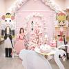 2020-ban hódít a púderrózsaszín karácsonyi dekoráció