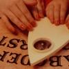 8 megmagyarázhatatlan Ouija-tábla sztori – avagy miért nem kéne használnod soha!