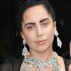 Villantott a borotvált hajú Lady Gaga