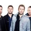 A Nickelback lemondta turnéját a frontember műtétje miatt