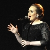 Adele büszke telt alakjára