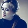 Adele kitart a cigaretta mellett
