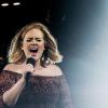 Adele olyat rappelt, hogy elámultak a mellette partizók