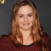 Alicia Silverstone anyatej-csereberélő honlapot nyitott
