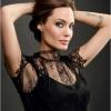 Angelina Jolie ismét belevetette magát a munkába