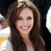 Angelina Jolie ismét tetováltatott