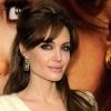 Angelina Jolie ízig-vérig nő