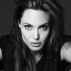 """Angelina Jolie: """"Nem szeretnék újra fiatal lenni"""""""