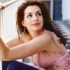 Anne Hathaway levágatta haját