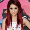 Ariana Grande a zenével jótékonykodik