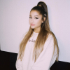 Ariana Grande írt hasonmásának