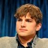 Ashton Kutcher sajnálta a borravalót a fodrásztól