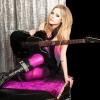 Avril Lavigne is fekete hajat szeretne