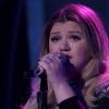 Az egész világ Kelly Clarkson könnyfakasztó American Idol-beli fellépéséről beszél