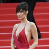 Bella Hadid merész ruhában jelent meg Cannes-ban! Nem sokat bízott a képzeletre