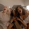 Billie Eilish szexi csajbulit tart új klipjében