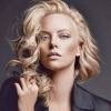 Charlize Theron ismét a Dior arca lett