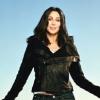 Cher aktívan jótékonykodik