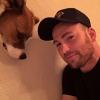 Chris Evans meztelen felsőtestéről és szuperédes kutyusáról posztolt