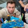 Chris Hemsworth nagyon cuki szülinapi tortát kapott a gyermekeitől