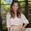 Chrissy Teigen megmutatta újszülött kislányát