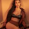 Csaknem mindenét megmutatta Kourtney Kardashian új, szerelmével közös fotóján