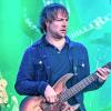 Családon belüli erőszak miatt letartóztatták a Maroon 5 basszusgitárosát