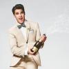 Darren Criss bemutatja a nyári divatot