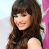 Demi Lovato elesett a színpadon