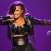 Demi Lovato már csak nevetni tud a színpadi esésein