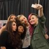 Demi Lovato továbbra is tagadja az eljegyzést