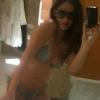 Demi Moore bikiniben fotózza magát a tükörben