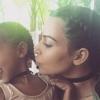 Döbbenet! Kim Kardashian hároméves lánya már festi magát
