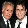 Édesapja büszke Charlie Sheenre, amiért fel merte vállalni a betegségét