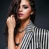Egy szál törölközőben pózolt Selena Gomez