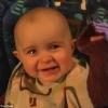 Elérzékenyült édesanyja énekén a 10 hónapos baba