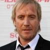 Életrajzi filmet forgat Rhys Ifans