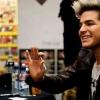 Elzavarták a testőrök Adam Lambert hétéves rajongóját