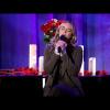 Emily Blunt dalban kért bocsánatot Chris Martintól