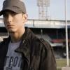 Eminem gyerekeken segít
