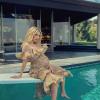 Emma Robertset különös megtiszteltetés érte: ő az első várandós címlapsztár a Cosmopolitannál