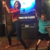 Így táncol Taylor Swift és hétéves rajongója!