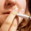Felpofozta a rendőrt, hogy leszokjon a dohányzásról