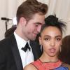 FKA Twigsnek rémálom volt Robert Pattinsonnal járni