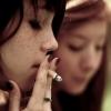 Füstölgő fiatalok