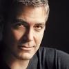 Clooney-t nem érdekli, ha melegnek hiszik
