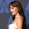 Governors Awards 2019: Robert Pattinson éjfeketében, Dakota Johnson hófehérben jelent meg
