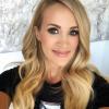Így néz ki smink nélkül Carrie Underwood