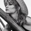 Így pózolt Gigi Hadid a Vogue Mexico hasábjain