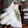 Így változott a menyasszonyi ruha trend a 20. században (fotókkal)